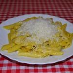 Currys tészta sajttal