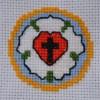 Keresztszemes Luther-rózsa kontúrozva