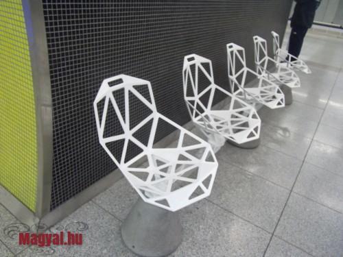 Budapest M4 metró szék