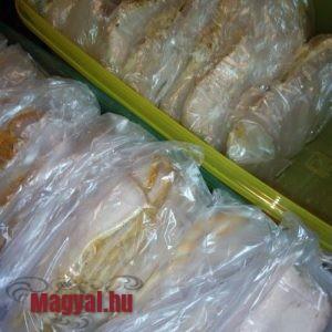 Sütőben sült sertéscomb előkészítve a fagyasztásra