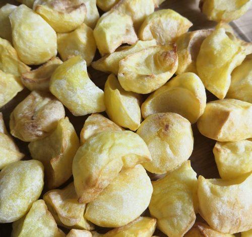 Sült krumpli karalábé vájoval vágva